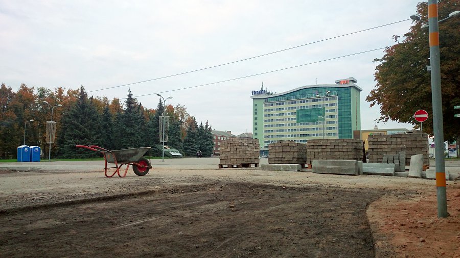 Pilnīgi nekas netraucē pašā Daugavpils sirdī ielas vidū stāvēt ķerrai, kas atstāta piektdien pēc darba un vēl svētdienā nav nozagta.