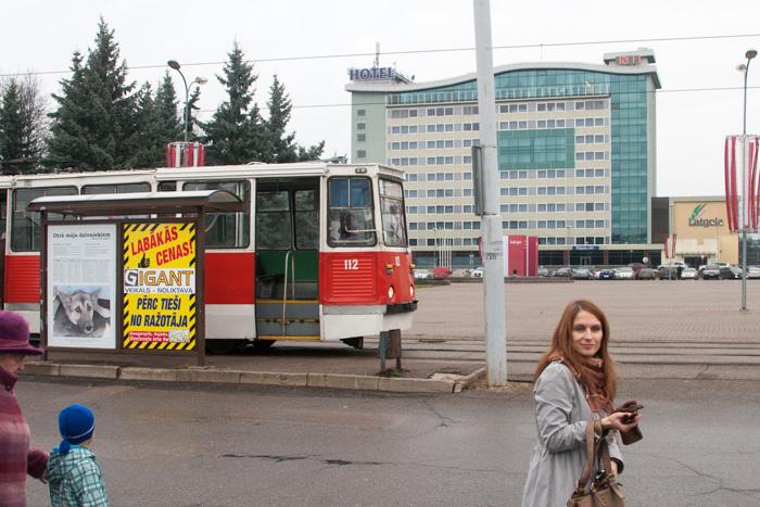 Leģendārie kantainie tramvaji vēl joprojām spēj ripot uz priekšu.