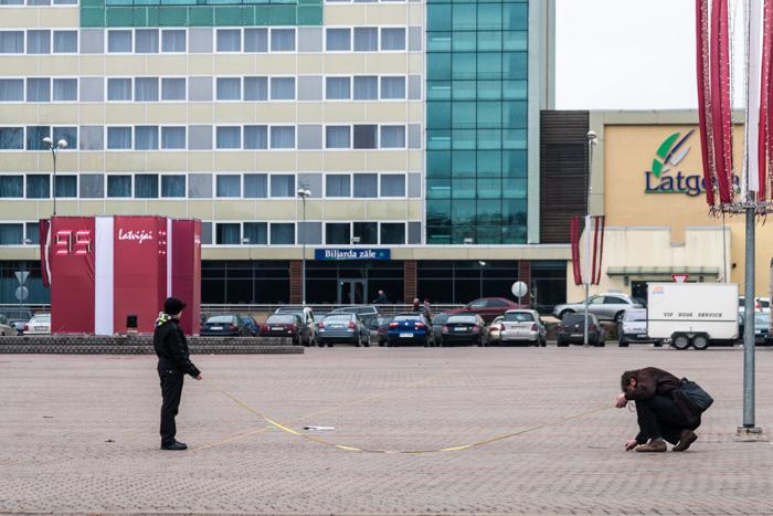 Daugavpils centrālajā laukumā vīriņi gatavojas 11. novembra militārajai parādei.