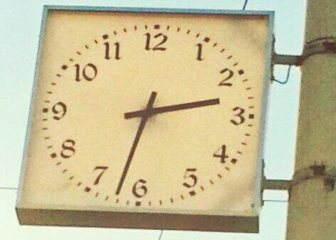Jaunais Rīgas ielas pulkstenis Barona un Ģertrūdes ielas krustojumā.