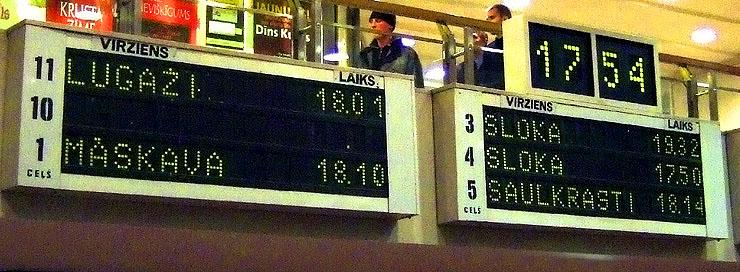 Rīgas stacijas flip-dot panelis. Foto autors nezināms.