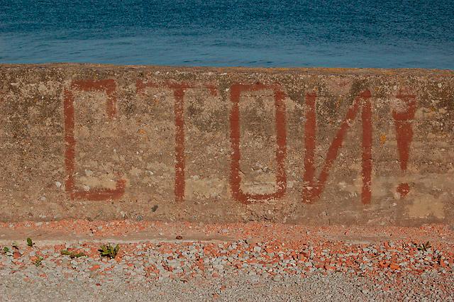 Stāvi pie jūras. Tallina.