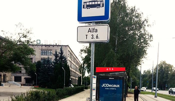 Jaunā Rīgas satiksmes tramvaju pietura pie t/c «Alfa». Mr. Serge variants.