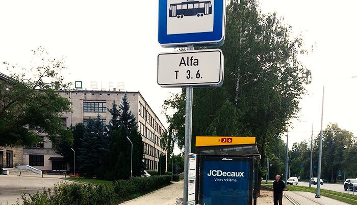 Jaunā Rīgas satiksmes tramvaju pietura pie t/c «Alfa».