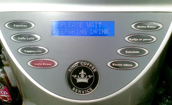 Narvessen kafijas aparāta variants ar pamanāmu lielās krūzes pogu.