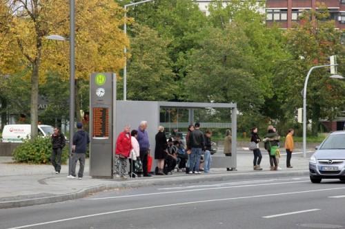 Sabiedriskā transporta pieturvieta Vācijā. Foto: archija.info