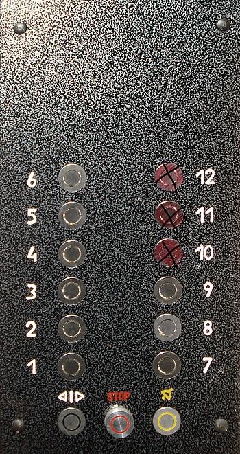 Lifta apzīmējumi Purvciema liftā