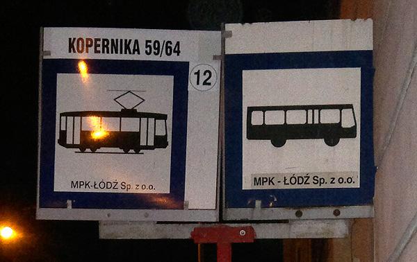 Autobusu un tramvaju pieturas ceļazīme.